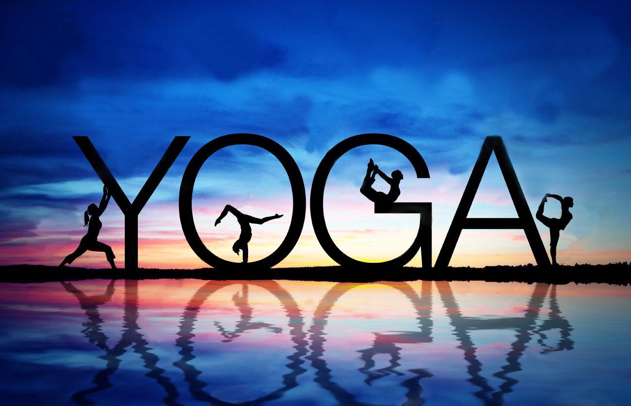 11983566-Tramonto-con-segno-yoga-e-le-donne-che-esercitano--Archivio-Fotografico
